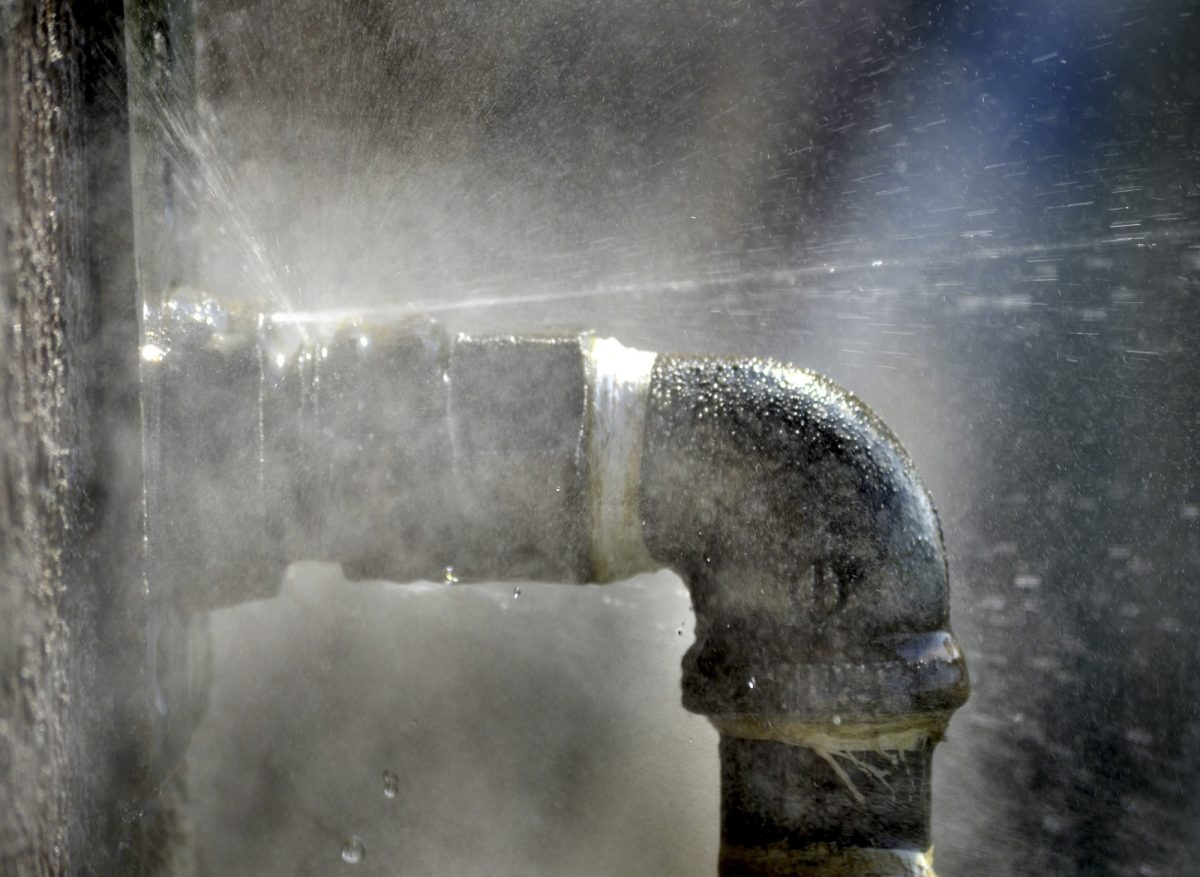 This Is What You Need to Do When a Water Pipe Bursts in Your Home